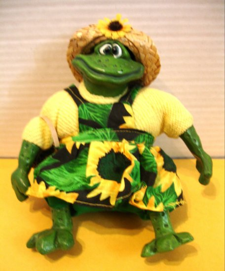 """RUSS BERRIES & CO. """" Mrs. Mud Hopper """" Frog ** FREE SHIPPING**"""