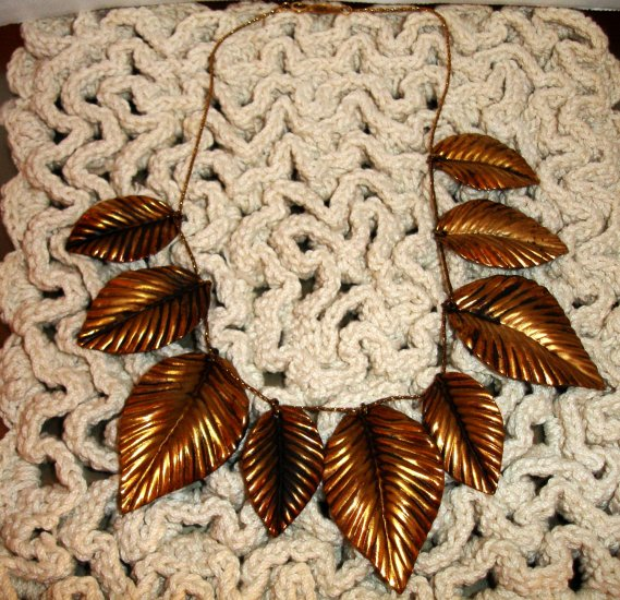 Signed NAPIER BeautifulGold leaves necklace