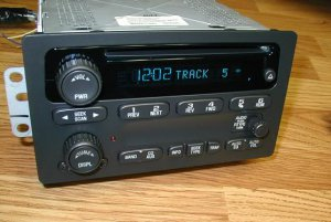 2003-06 CHEVY SUBURBAN TAHOE GMC YUKON CD PLAYER RADIO