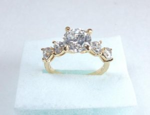 Wrapped in Hearts! 18K Gold Zircon Ring Size 7