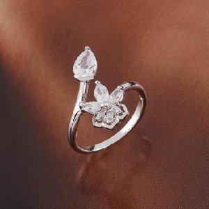 18K White Gold Zircon Ring Size 10