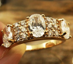 14K Gold White Topaz Ring Size 6