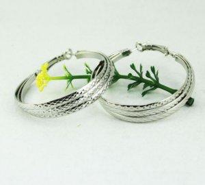 18K White Gold Triple Ring Hoop Earrings