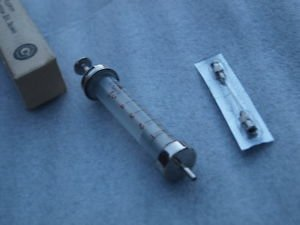 VINTAGE USSR RUSSIAN INSULIN REUSABLE HYPODERMIC GLASS SYRINGE 5 ML NEEDLE BOX