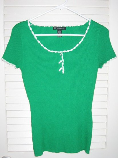 Emerald Green Ribbed Top Blouse with White Crochet Lace Trim & Rhinestone Buttons
