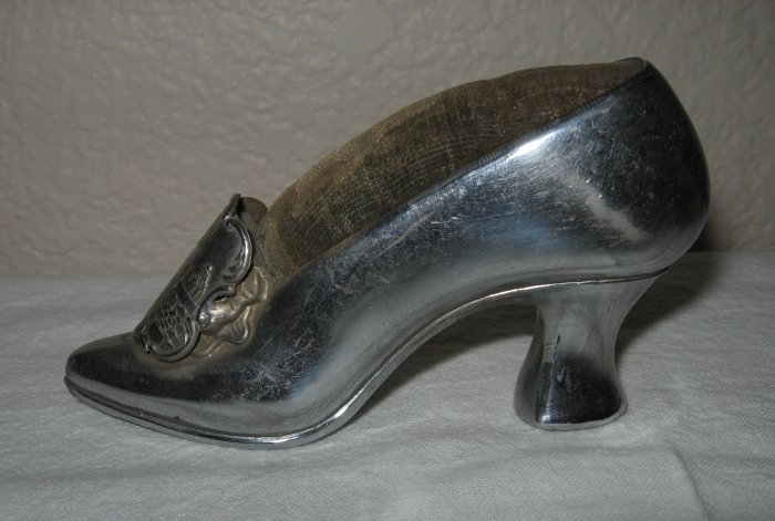 Metal Pin Cushion Shoe Commemorating 1939 San Francisco World's Fair (Picture of Elephant Towers).