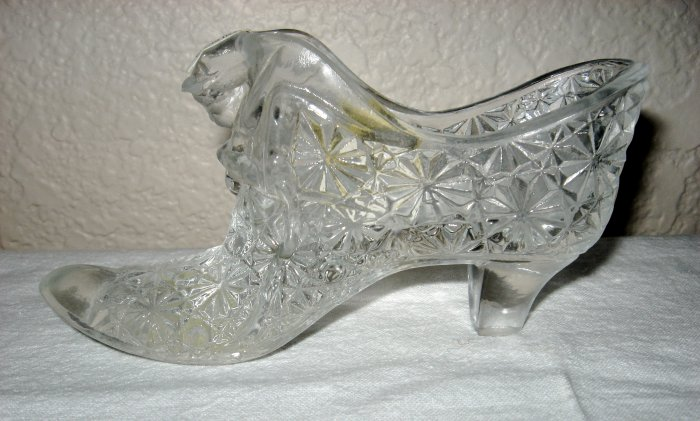 Fenton Crystal Glass Daisy Button Cat Glass Slipper.