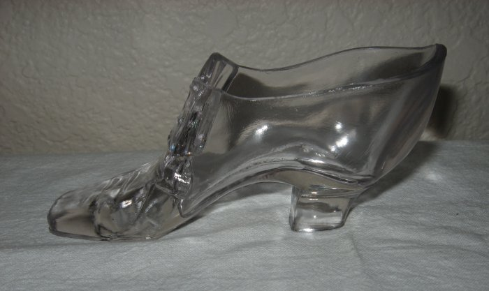 """Clear Glass Shoe w/Bow Marked """"Gillinder Centennial""""."""