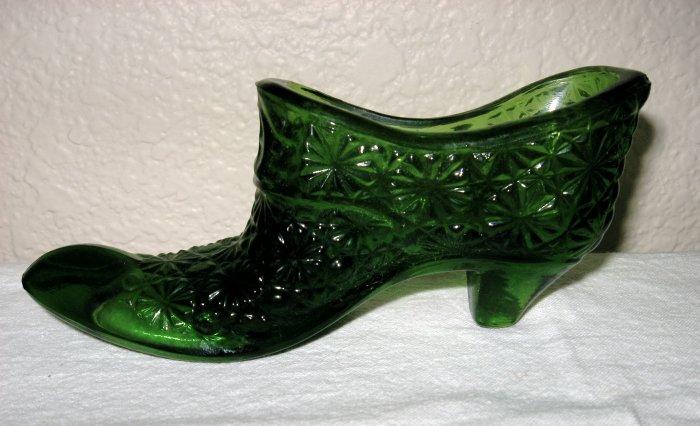 Green Button and Daisy Glass Shoe (L. E. Smith).