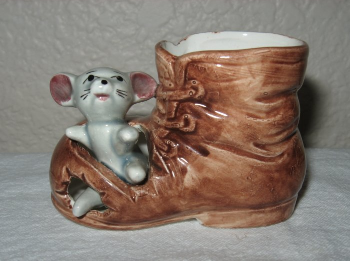 Brown Shoe w/Mouse in Toe (Japan).