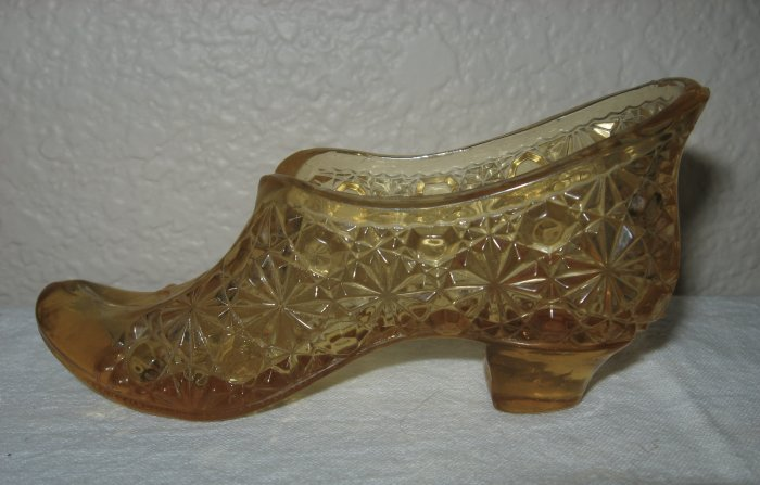 Beautiful Duncan Amber Daisy and Button Slipper Marked (PATd Oct 19 1986).