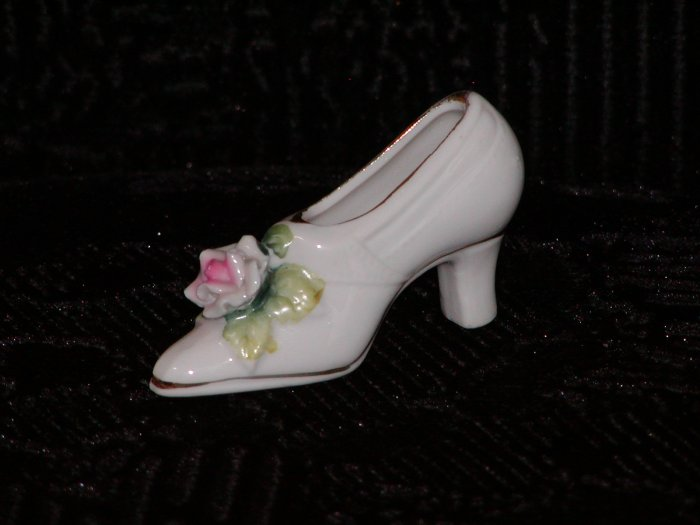 Miniature Porcelain White Shoe w/Pink Rose on Vamp.