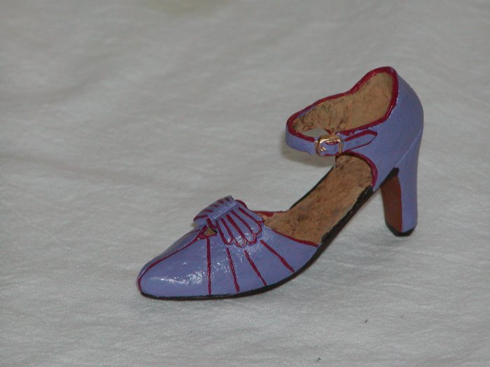 Miniature Lavender Shoe Trimmed in Red & Lined in Cork (Enesco Tawain)