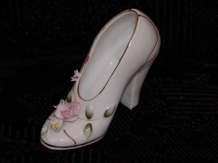 White China Shoe w/Pink and Yellow Roses on Toe (Japan).