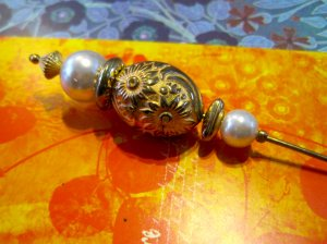 Retro Gold and Pearl Bead Hat Pin