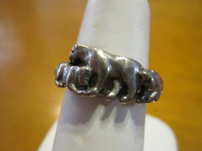 Silver Panther with Two Cubs, Ring