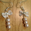 Earrings- Silver-plated mesh bows with three pink pearl dangle