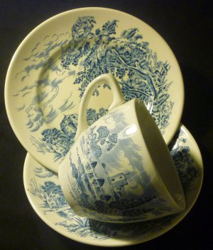 VINTAGE COUNTRYSIDE ENOCH WEDGWOOD TUNSTALL LTD ENGLAND TEA CUP & SAUCER WHT/BLU