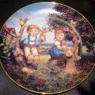 DANBURY MINT M.J. HUMMEL PLATE LITTLE COMPANIONS 'APPLE TREE BOY & GIRL' NMB