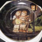 DANBURY MINT M.J. HUMMEL PLATE LITTLE COMPANIONS COLLECTION STORMY WEATHER'' NMB