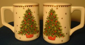 GORGEOUS CHRISTMAS PORCELAIN SALT & PEPPER SHAKERS WITH HANDLE LORRIE DESIGN