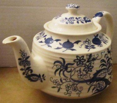 VINTAGE TEA POT BLUE ONION DESIGN BY SADLER ENGLAND RARE HORIZONTAL RIBBED