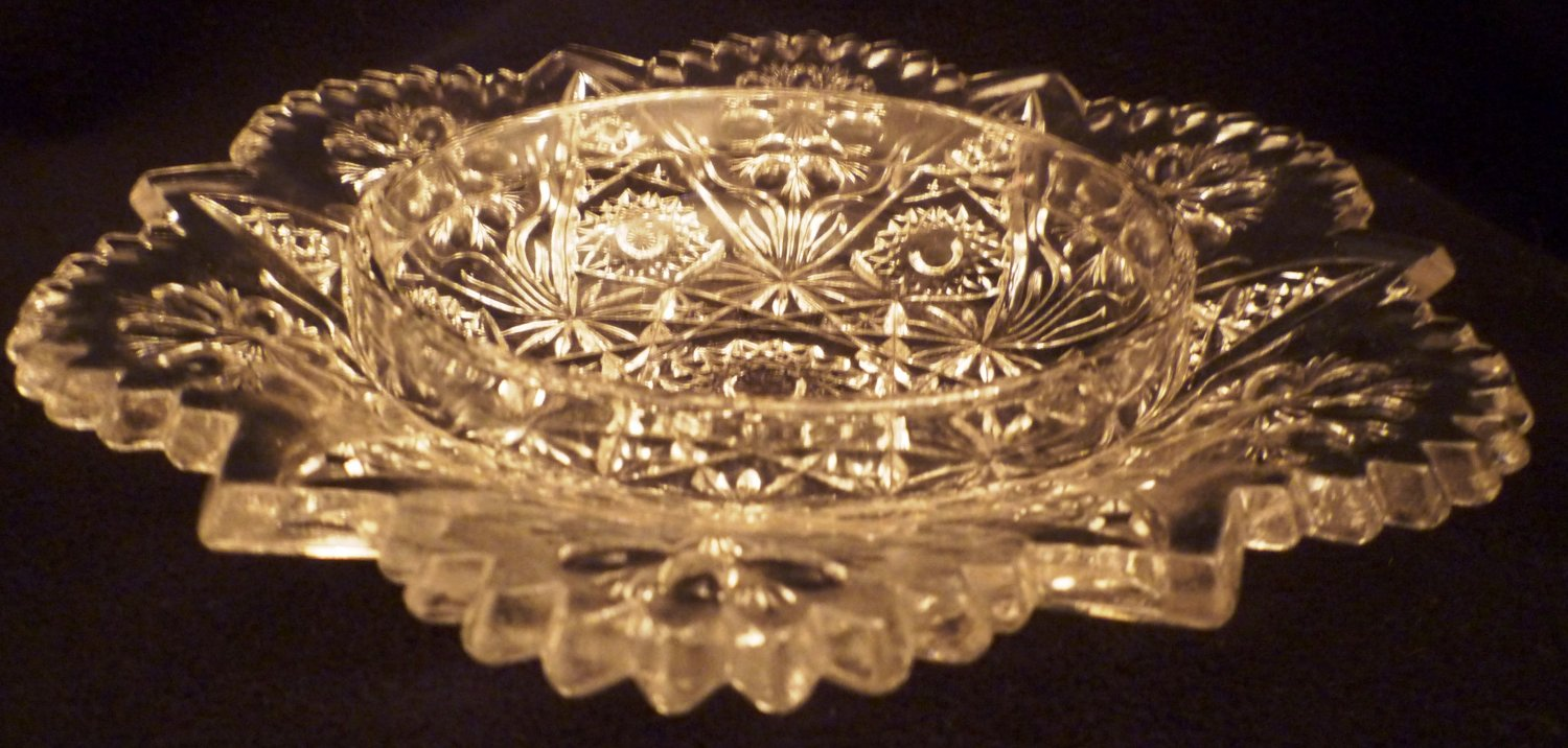 VINTAGE CLEAR CUT CRYSTAL GLASS EDGED DISH PLATTER