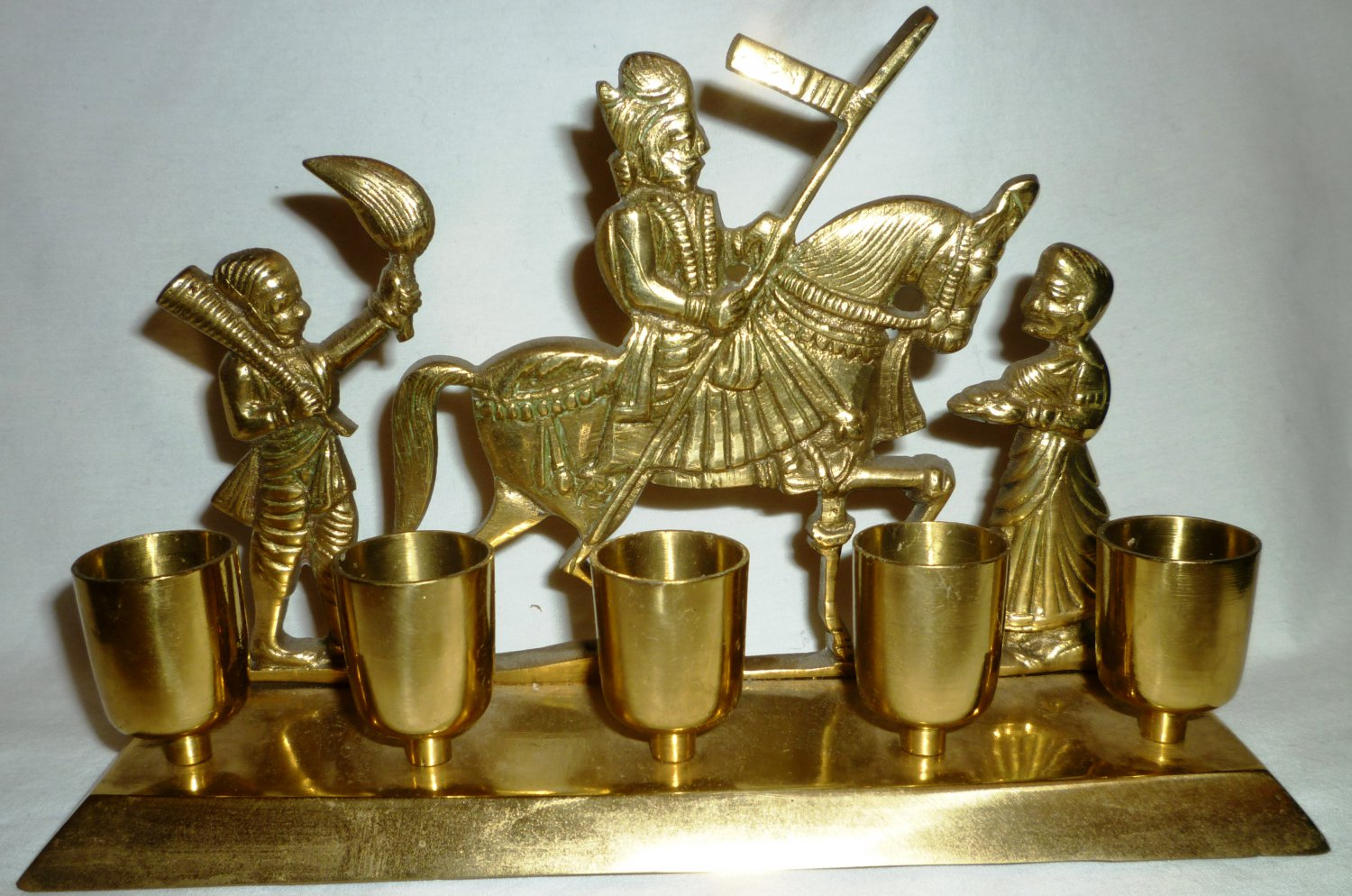 STUNNING VINTAGE SOLID BRASS HINDU SIAMESE WARRIOR ON HORSE 5 CUP CANDLE HOLDER
