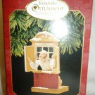 HALLMARK KEEPSAKE ORNAMENT COLLECTOR'S CLUB 'AWAY TO THE WINDOW' 1997