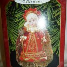 HALLMARK KEEPSAKE ORNAMENT COLLECTOR'S CLUB MADAME ALEXANDER RED QUEEN ALICE 1999