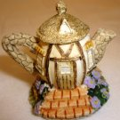 CHARMING COLLECTIBLE MINIATURE TEAPOT HOUSE DOLLHOUSE DECOR