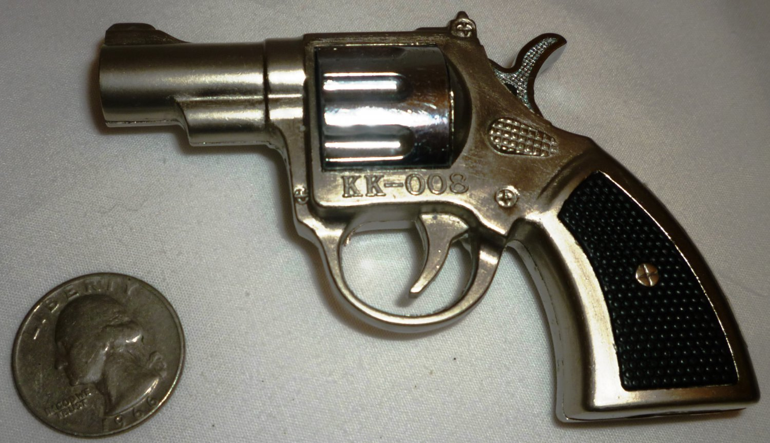 MINIATURE FIGURAL CIGARETTE LIGHTER KK-008 REVOLVER PISTOL