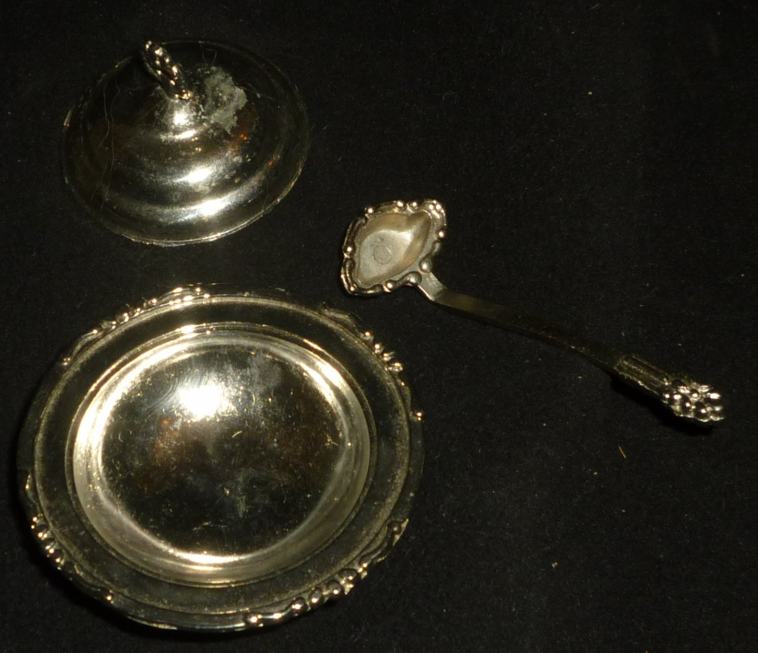 ANTIQUE SILVERPLATED CONDIMENT RELISH MINIATURE LIDDED DISH W/SPOON IMPERIAL