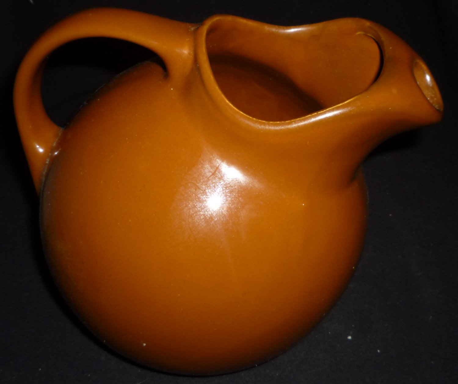 VINTAGE HALL BROWN CERAMIC POTTERY WATER PITCHER W/ICE CATCHER