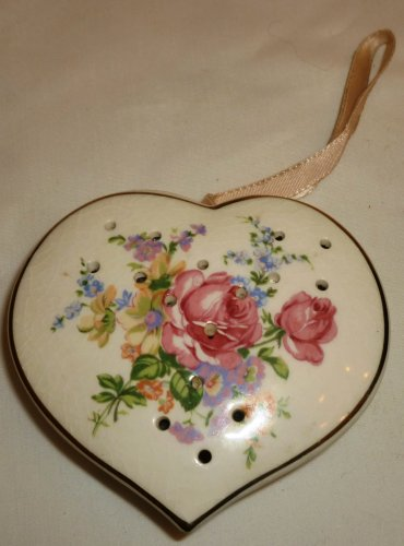 VINTAGE PORCELAIN POMANDER POTPOURRI HEART SHAPED ORNAMENT HANDPAINTED FLOWERS