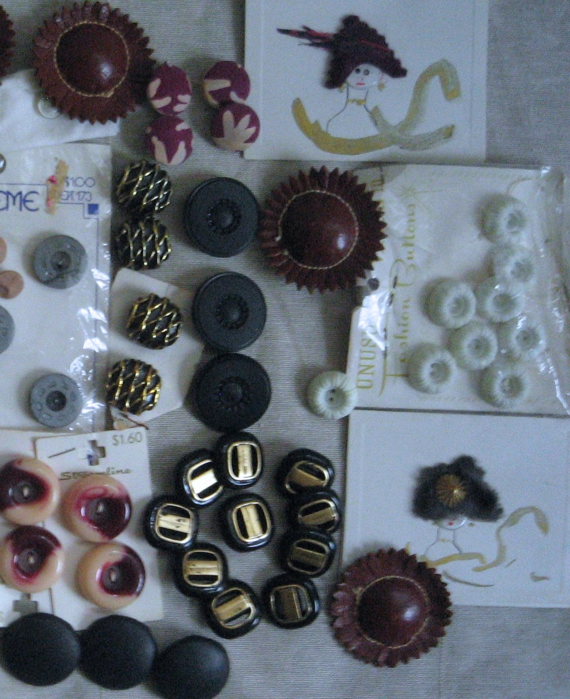 Lot of Vintage Buttons Toggles Leather Sewing Appliques