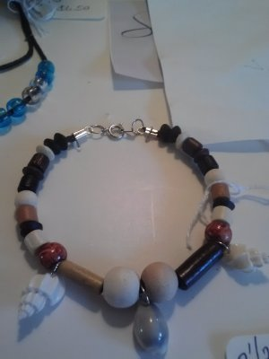 """handcrafted  9"""" seashell and wood bead bracelet"""