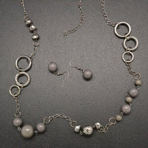 Silver necklace and earring set!