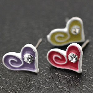 One pair of child's heart earrings