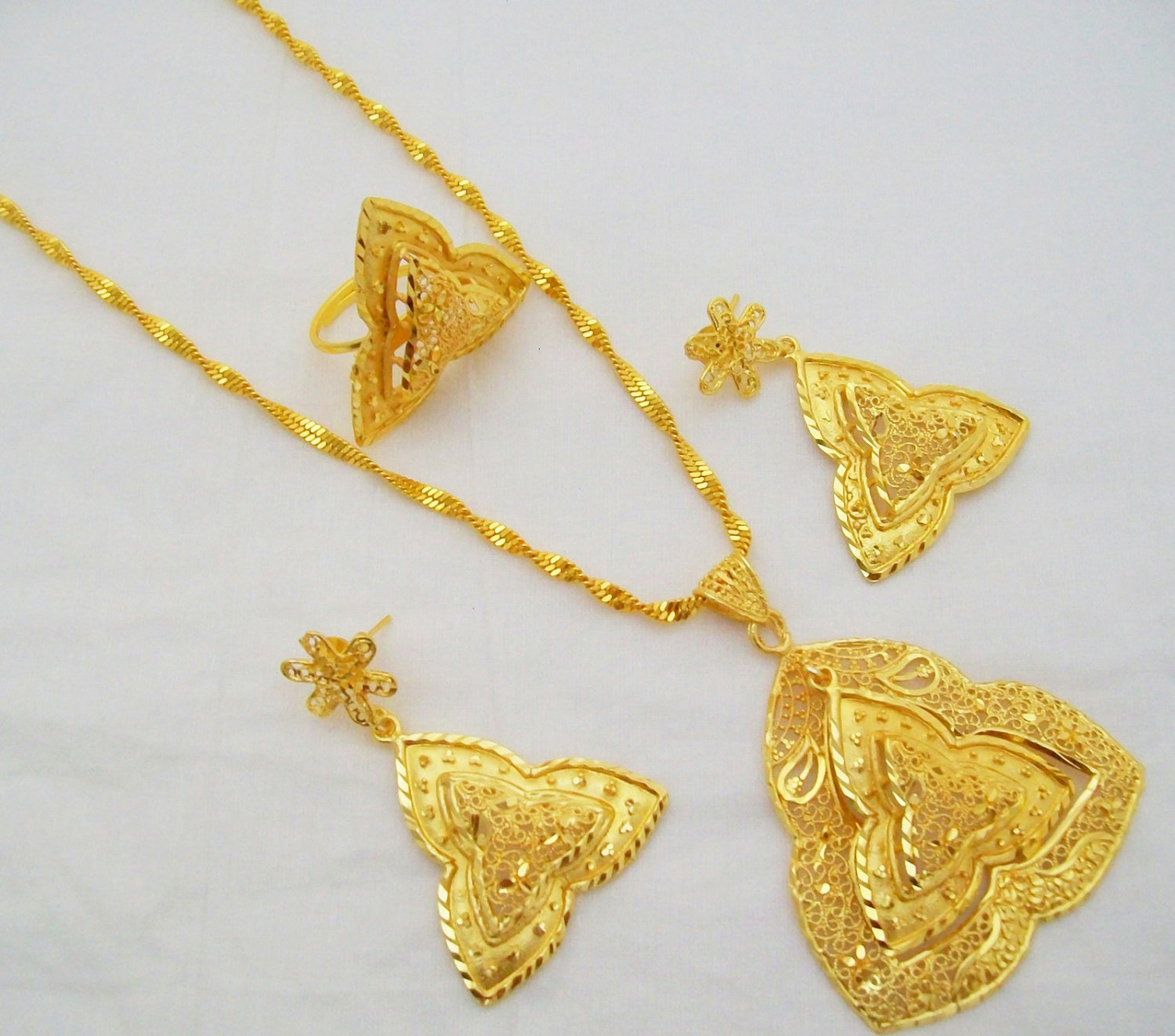 Antique Filigree Gold Plated Chain Pendant Necklace Jewelry Set