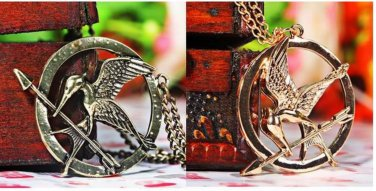Fashion Flying Bird in Circle Pendant Necklace