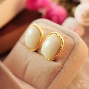 The square gemstone earrings Korea white