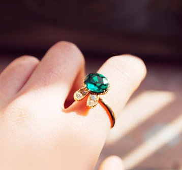 Emerald crystal bow diamond rabbit ring