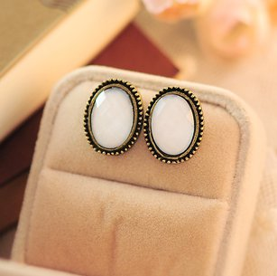 Phnom Penh retro round crystal gemstone earrings white