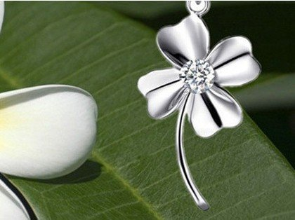 Zircon Necklace Pendant Clover Clover Hearts and Arrows diamond crystal rhodium Switzerland
