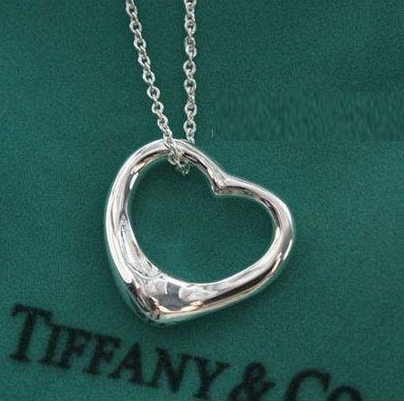 Love heart-shaped necklace