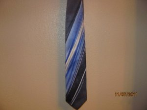Grand Jour Hand Made Silk Tie  Stunning!
