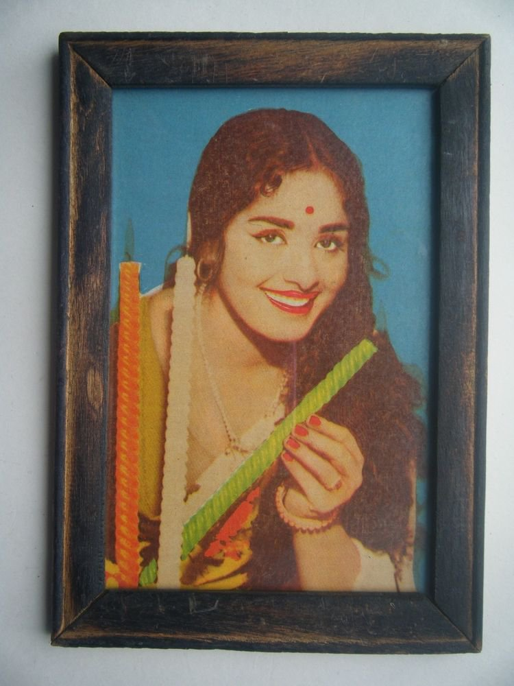 Bollywood Actress Heroin Collectible Old Print in Old Wooden Frame India #2738