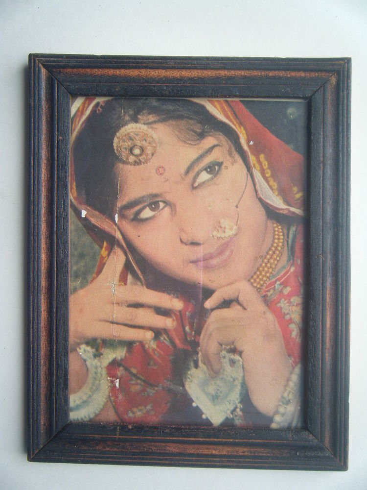 Bollywood Actress Heroin Collectible Old Print in Old Wooden Frame India #2742
