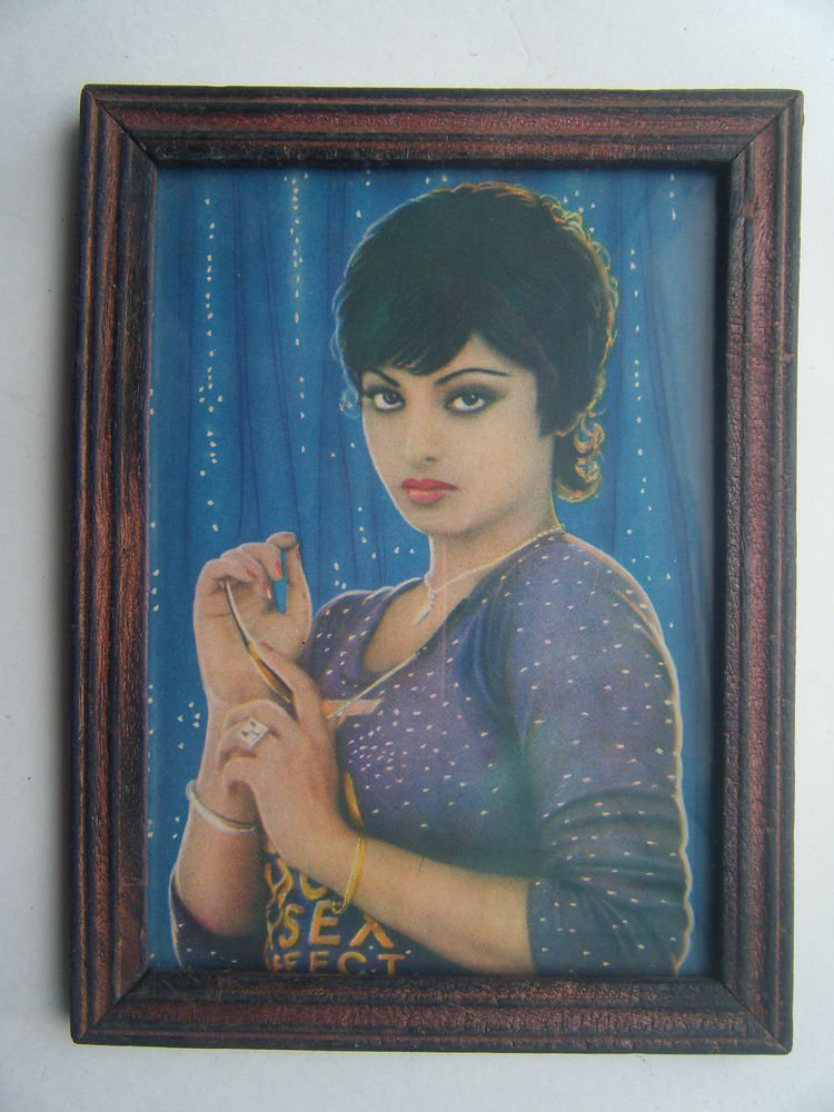 Bollywood Actress Heroin Collectible Old Print in Old Wooden Frame India #2748